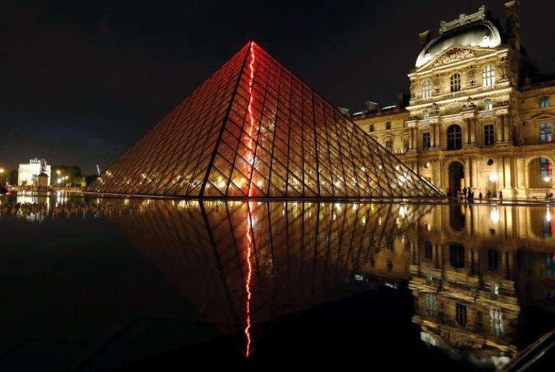 sous-le-plus-grand-chapiteau-du-monde-installation-de_877134