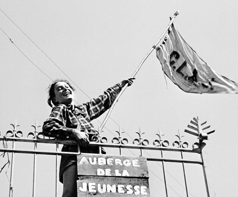 Lucienne-sur-la-grille-de-lauberge