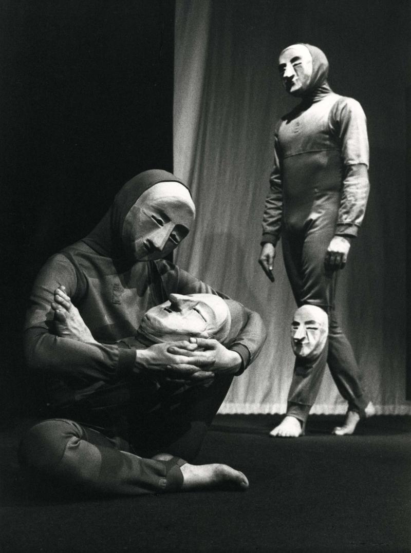 Claire Heggen et Yves Marc dans Tant que la tête est sur le cou, 1978.