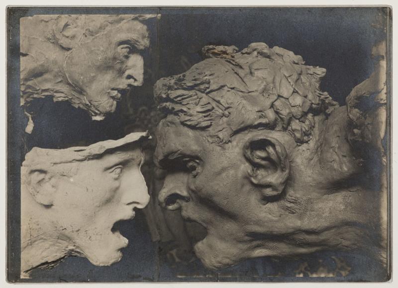 Antoine Bourdelle (1861-1929). Trois études de têtes de Guerrier de profil pour le monument à Montauban. XIXe -XXe. Photographie anonyme. Paris, musée Bourdelle.  Dimensions: 13 x 18 cm