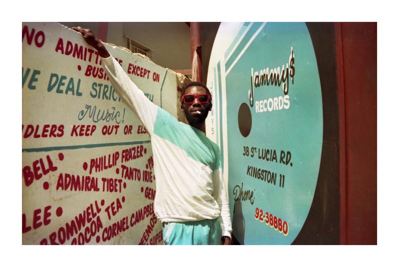 Scatter devant le studio de King Jammy, 1987, Jamaica Jamaica, Philharmonie de Paris