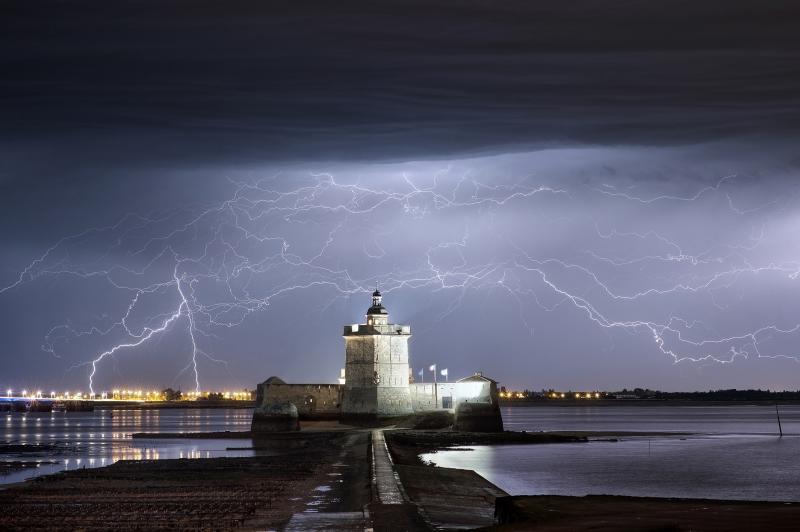 De nombreux orages se sont succédés dans la nuit du 7 au 8 mai 2015 au Fort Louvois.