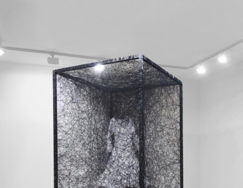 Chiharu Shiota, Dress, 2011 - Chiharu Shiota  - Portrait de galeriste - Bernard Templon, institut Magret de Bordeaux