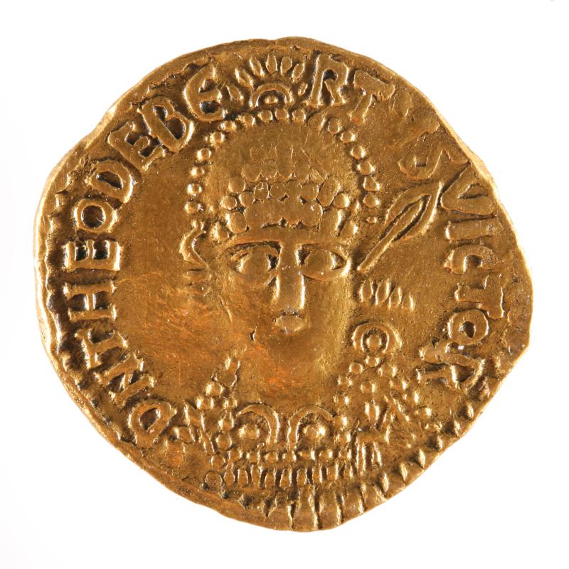Monnaie de type solidus de Théodebert (534-548), Austrasie, Musée d'Archéologie Nationale