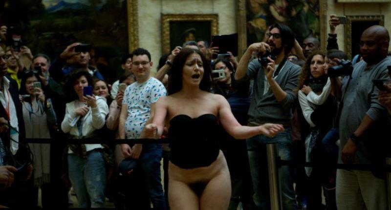 De robertis au Louvre nue devant la Joconde