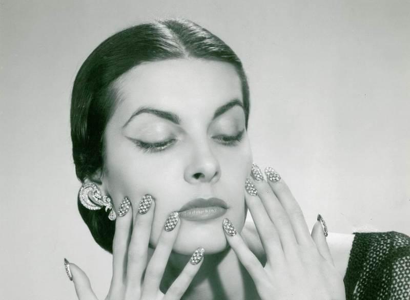Faux ongles en palladium et diamants, 1953