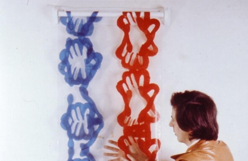 Hervé Fischer avec son Essuie-Main Hygiène de l'art, Centre Pompidou