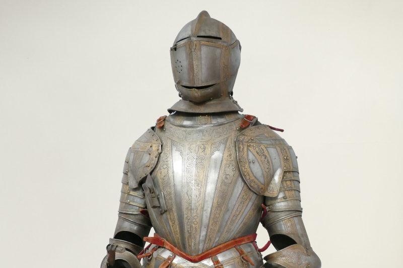 armure dorée et gravée 17e 19e Musée Mandet