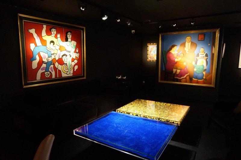Black room Opera Gallery DSC02498
