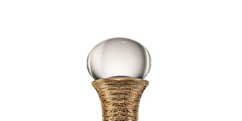 J'adore. Edition prestige au crystal clair de Baccarat avec col doré à l'or fin, Esprit de parfums, musée de la parfumerie