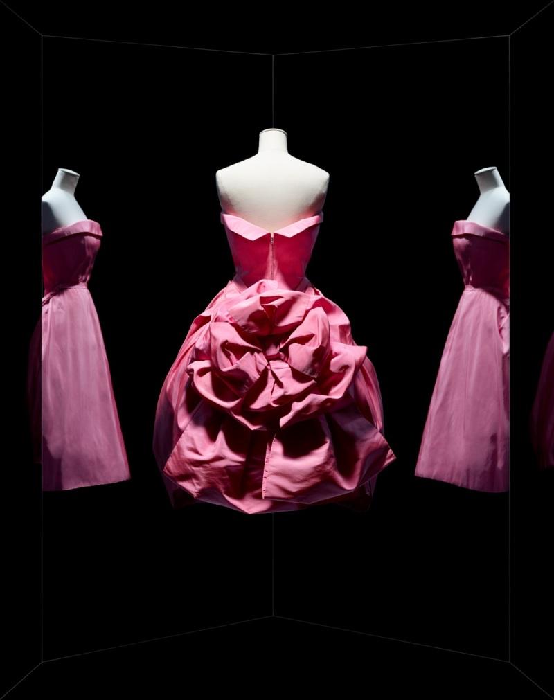 Christian Dior, robe Opéra bouffe, 1956, ligne Aimant, Musée des Arts Décoratifs