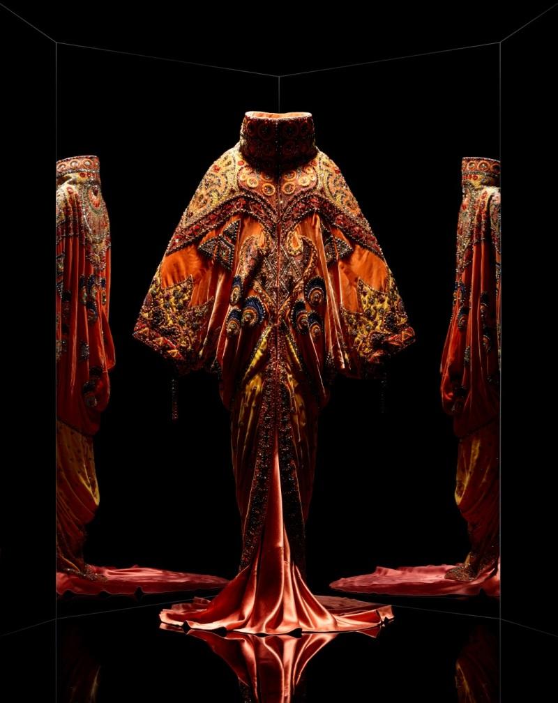 John Galliano pour Christian Dior. Ensemble Shéhérazade, 1998, Musée des Arts Décoratifs