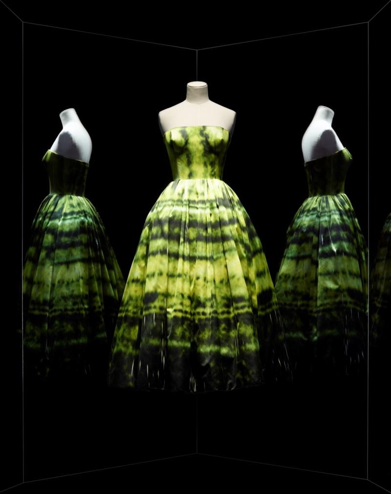 Raf Simons pour Christian Dior, robe du soir en satin d'après la peinture SP178 de Sterling Ruby, 2012, Musée des Arts Déoratifs