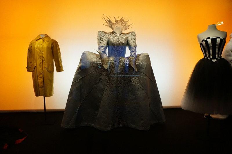 Exposition Modes! A la ville comme a la Scene au CNCS de Moulins - Couturier -Costumier