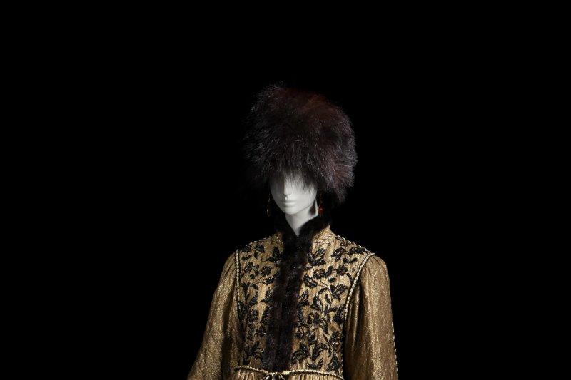 """Manteau de la collection dite """"Opéra et ballets russes"""", Collection haute couture automne-hiver 1976, musée Yves Saint Laurent"""