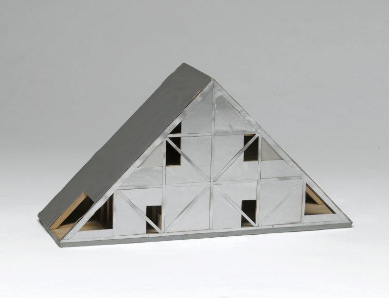 Hasegawa Itsuko (née en 1941). Paris, Centre Pompidou - Musée national d'art moderne - Centre de création industrielle. AM2011-2-723.