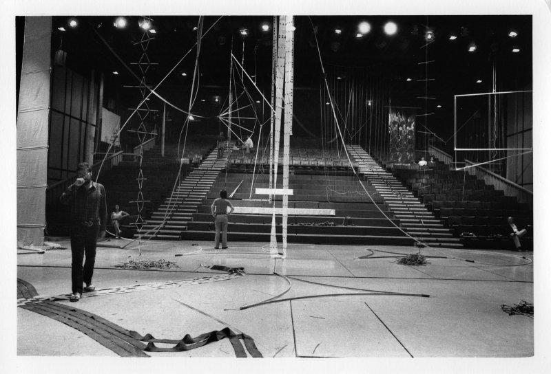 Vue de l'exposition Supports Surfaces, Théâtre de Nice, 1971 - Exposition A Propos de Nice 1947-1977 au MAMAC de Nice