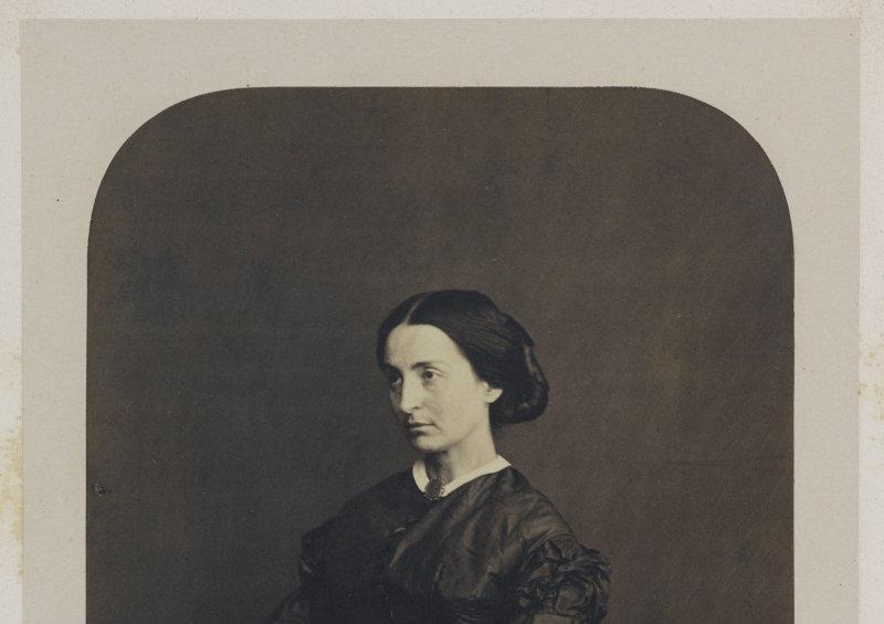 Adèle Hugo fille, 1862. Photographie d'Edmond Bacot (1814-1875). Paris, Maison de Victor Hugo.  Dimensions: 16 x 11 cm
