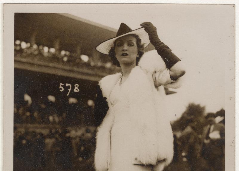 Portrait au champ de courses 1930 Agence Rol