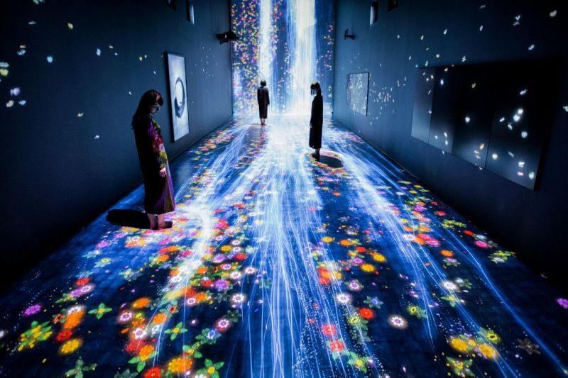 teamLab Transcending Boundaries, 2017, at Pace Gallery, London, 6 Burlington Gardens