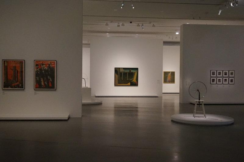 Vue de l'exposition Être moderne, le MoMA à Paris - Fondation Louis Vuitton