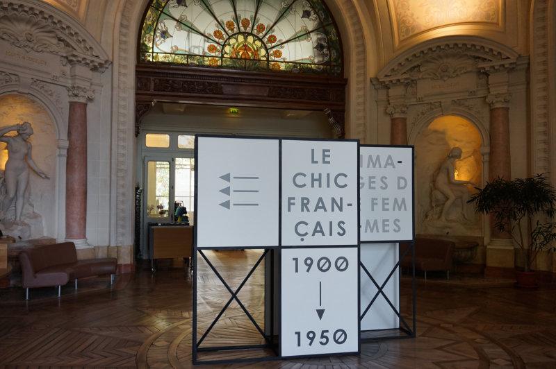 Entrée - Vue de l'exposition Le chic français, Images de femmes 1900-1950 au Palais Lumière Evian