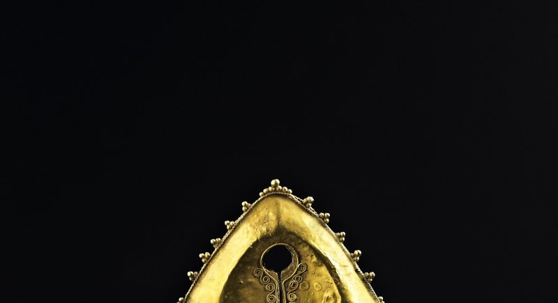 Mamuli, a ceremonial ear pendant and sacred heirloom- East Sumba, Indonesia, Ancêtres et Rituels, Bozar, Bruxelles