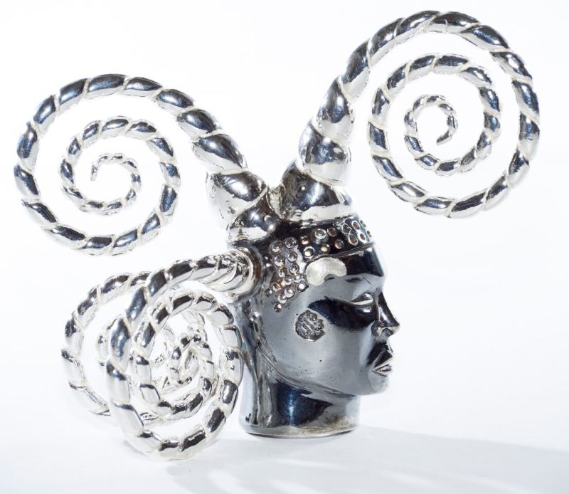 Orlan, Broche Tête de fou, 2010, or, argent, édition 1 - 8 Arcas, Collection Diane Venet