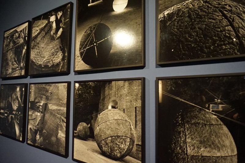Vue de l'exposition Globes à la Cité de l'Architecture et du Patrimoine (42)
