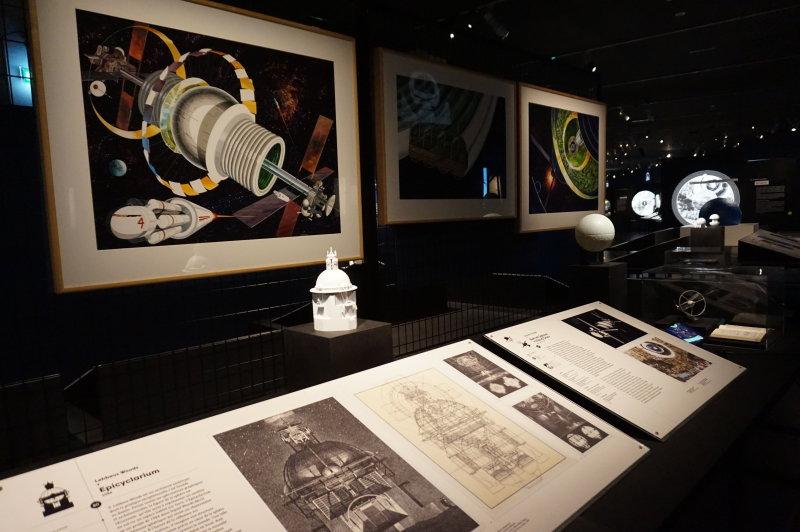 Vue de l'exposition Globes à la Cité de l'Architecture et du Patrimoine