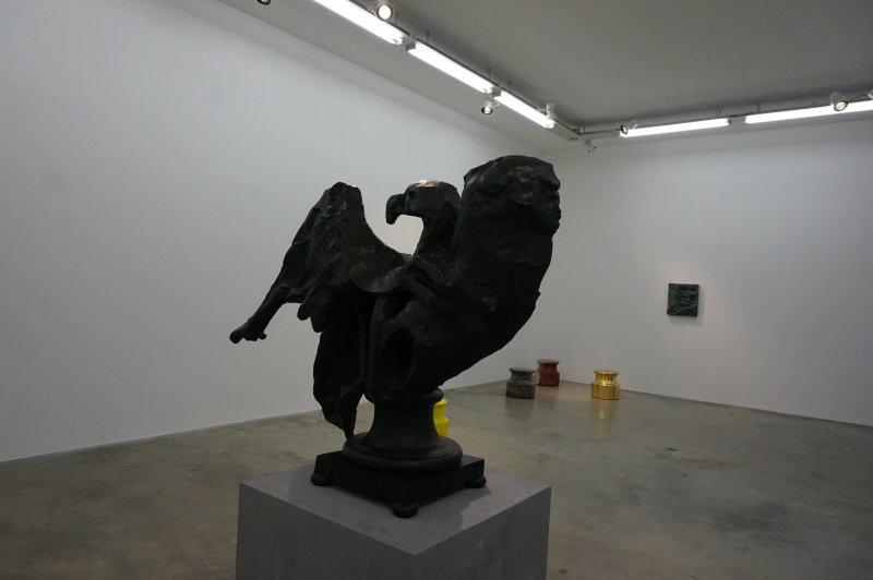Vue de l'exposition Johan Creten à la galerie Perrotin (35)