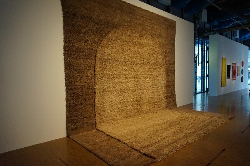 Vue de l'exposition Sheila Hicks, Lignes de vie - Centre Pompidou (70)