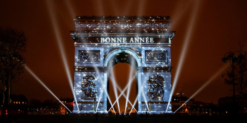 PARIS, FRANCE - JANUARY 01: The Arc de Triomphe monument is illuminated by a laser and 3D mapping display reading 'Bonne Annee', (Happy New Year in French) as part of New Year celebration on January 01, 2017 in Paris, France.  Geoffroy Van Der Hasselt / Anadolu Agency