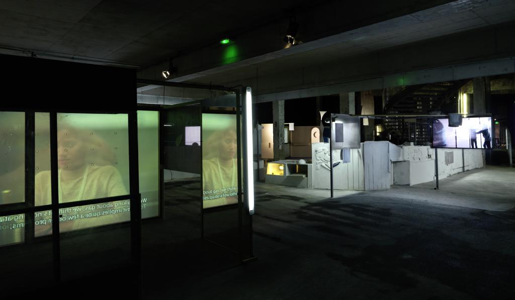 """Vue de l'exposition monographique de Neil Beloufa « Les Inoubliables prises d'autonomie », dans le cadre de la saison 'Imaginez l'Imaginaire"""""""