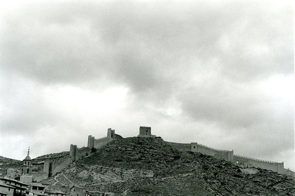 Bernard Plossu, Albarracin Terruel, 2006 - Exposition Bernard Plossu, País de piedras à l'Abbaye de Flaran