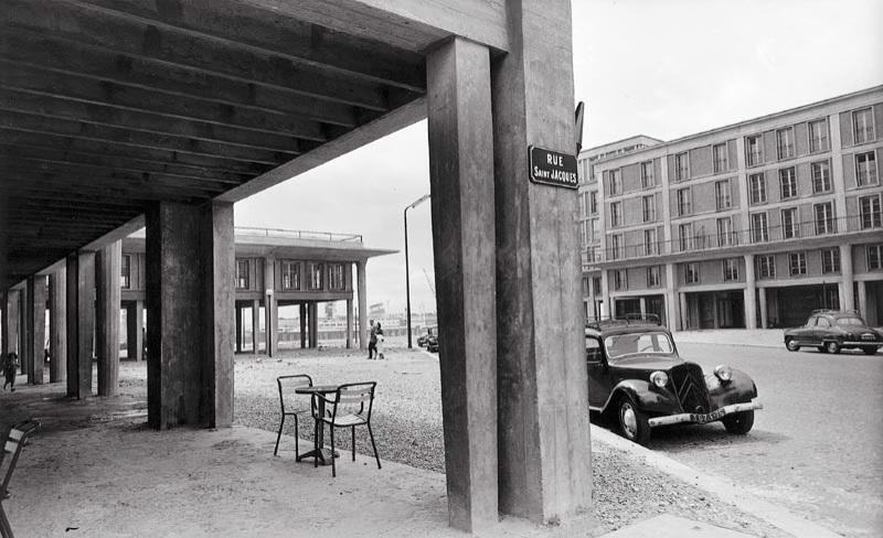 Lucien HERVÉ (1910-2007), Le Havre, la rue Saint-Jacques, à l'angle de la rue de Paris , 1956