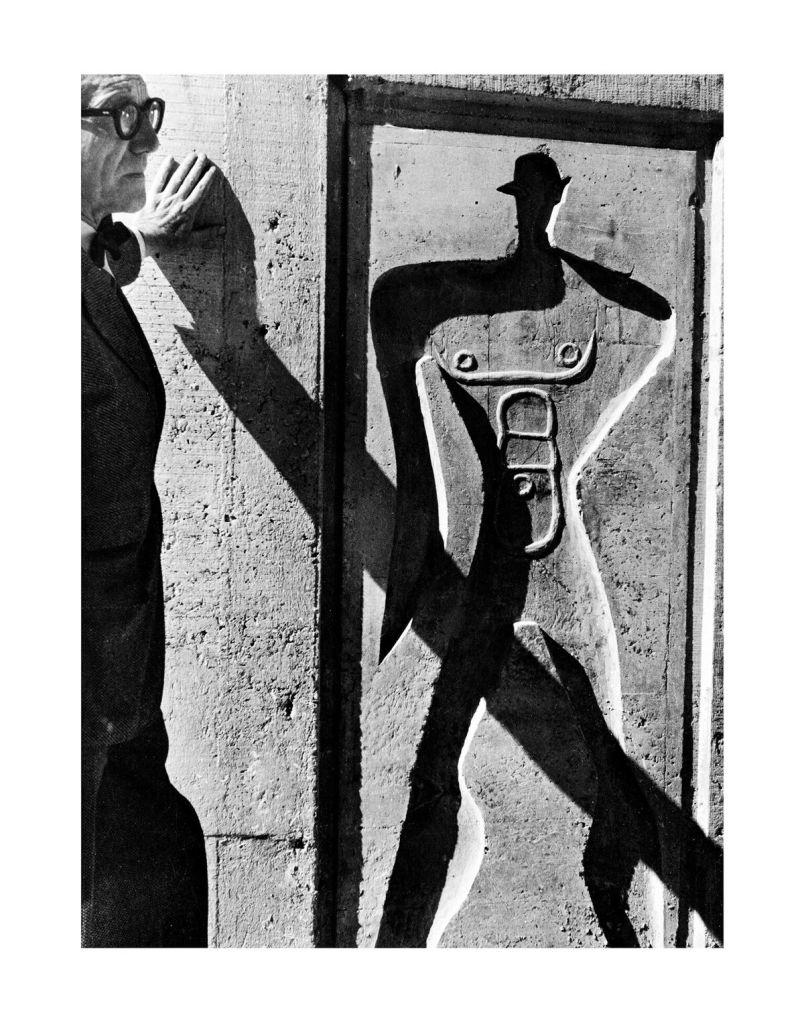 Lucien Hervé, Le Corbusier et le Modulor à l'unité d'habitation, Marseille, France, 1952