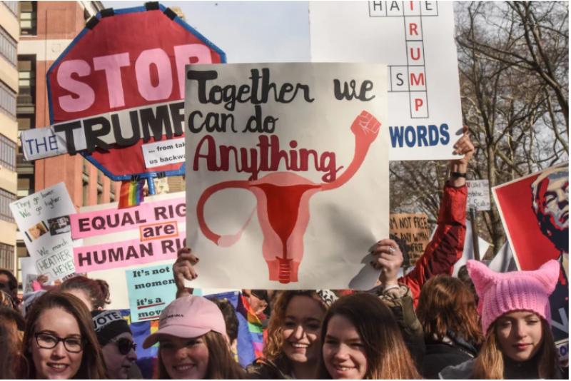 """La """"Women's March"""" descendant la 6e avenue à Manhattan le 20 janvier 2018 © Stephanie Keith- Getty Images."""