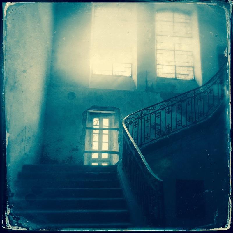 Carolyn Quartermaine, château de gudanes grand staircase