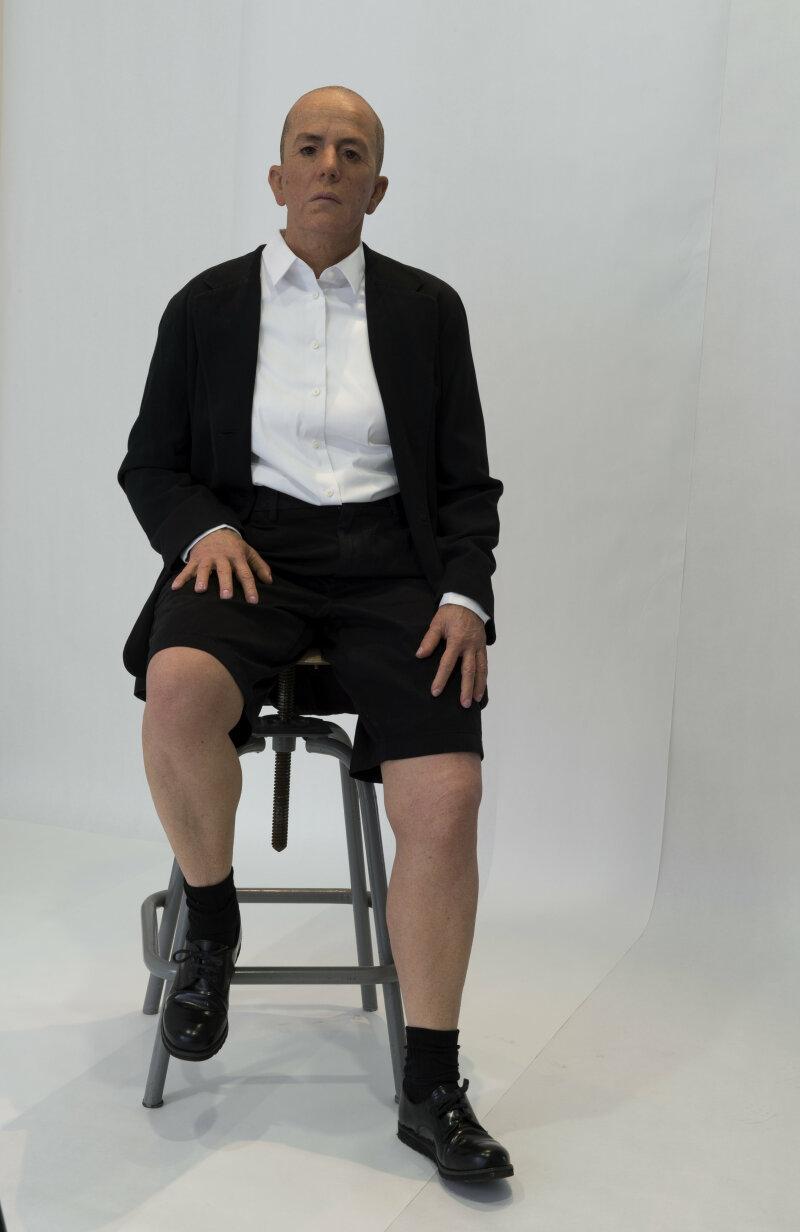 Hélène Delprat, Les (fausses) conférences, 2017 Mannequin à l'effigie de l'artiste