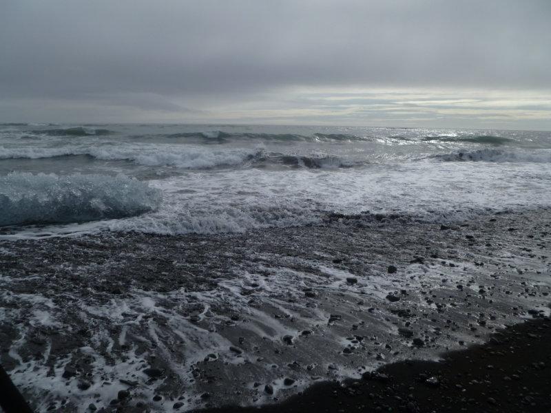 Exposition Océans, une vision du monde au rythme des vagues au Fresnoy - Edith Dekyndt, Breiðarmerkurfjara Beach, février 2012