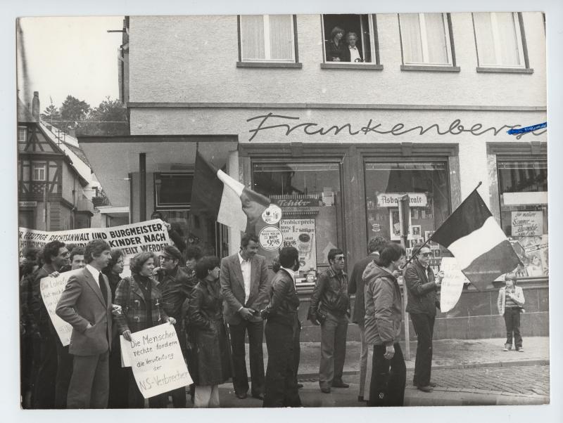 Manifestation à Mittelberg en Allemagne autour de Beate et Serge Klarsfeld le 18 juin 1978