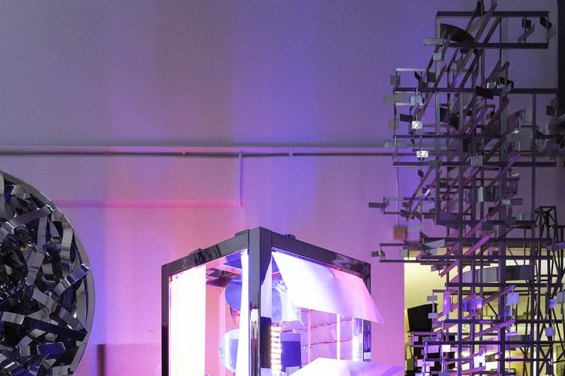 Rétrospective de Nicolas Schöffer au LaM 2018 - Vue de l'ancien atelier de Nicolas Schöffer à Paris en 2017. Au centre : Chronos 13, 1968. Photo : N. Dewitte / LaM. © Adagp - Éléonore de Lavandeyra-Schöffer, 2017