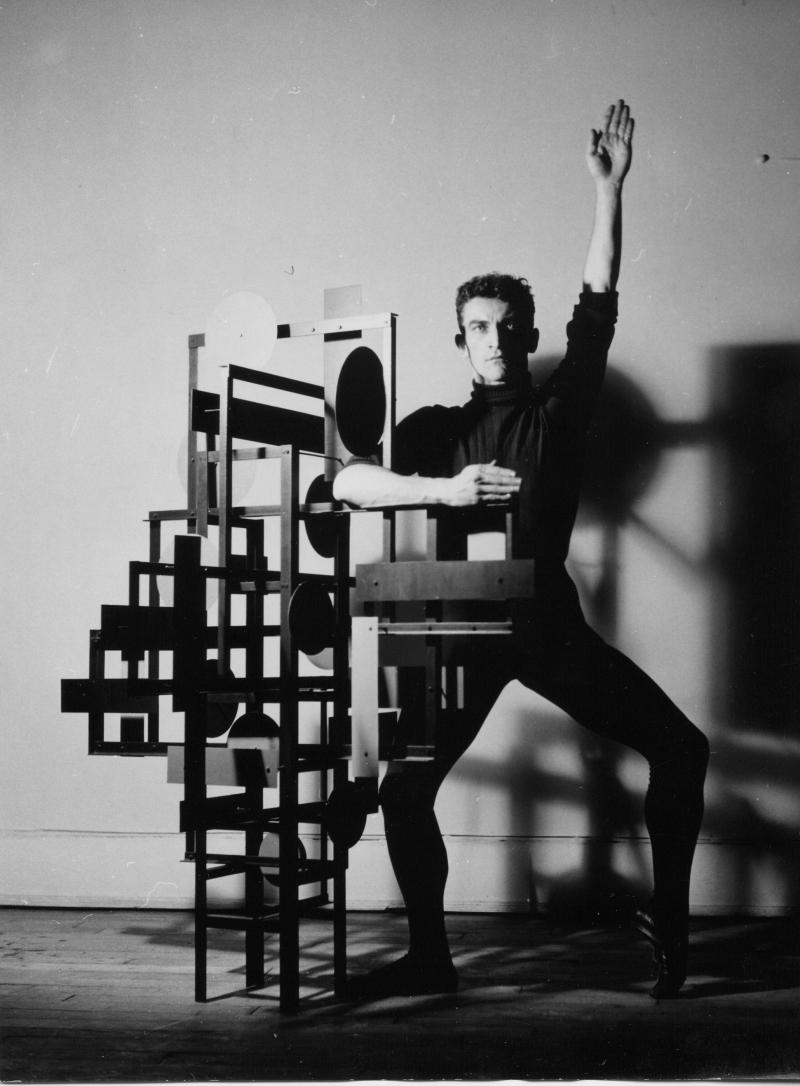 Rétrospective de Nicolas Schöffer au LaM 2018 - Yves Hervochon, Maurice Béjart et Spatiodynamique 16, 1953. © DR / © Adagp - Éléonore de Lavandeyra-Schöffer, 2017