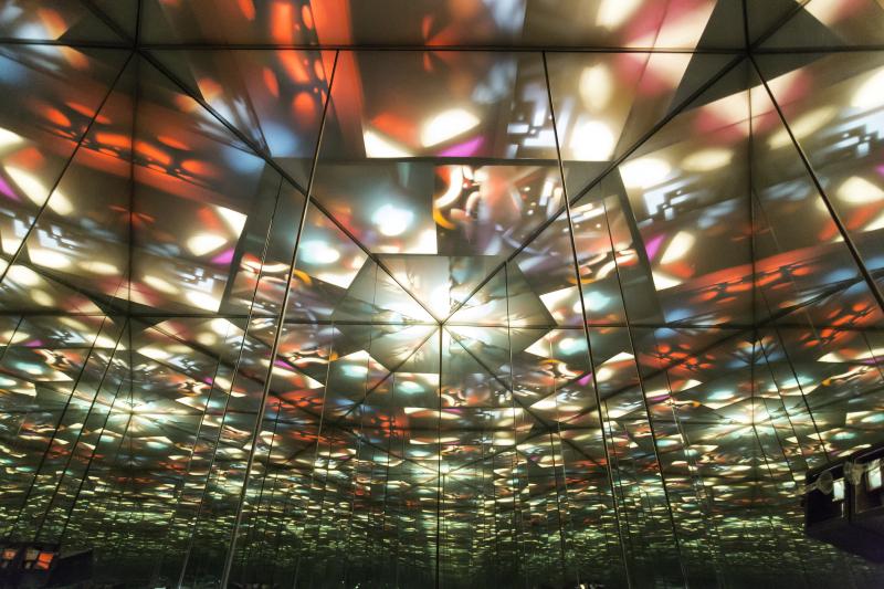 Rétrospective de Nicolas Schöffer au LaM 2018 - Effet prismatique. Photo : N. Dewitte / LaM. © Adagp - Éléonore de Lavandeyra-Schöffer, 2017