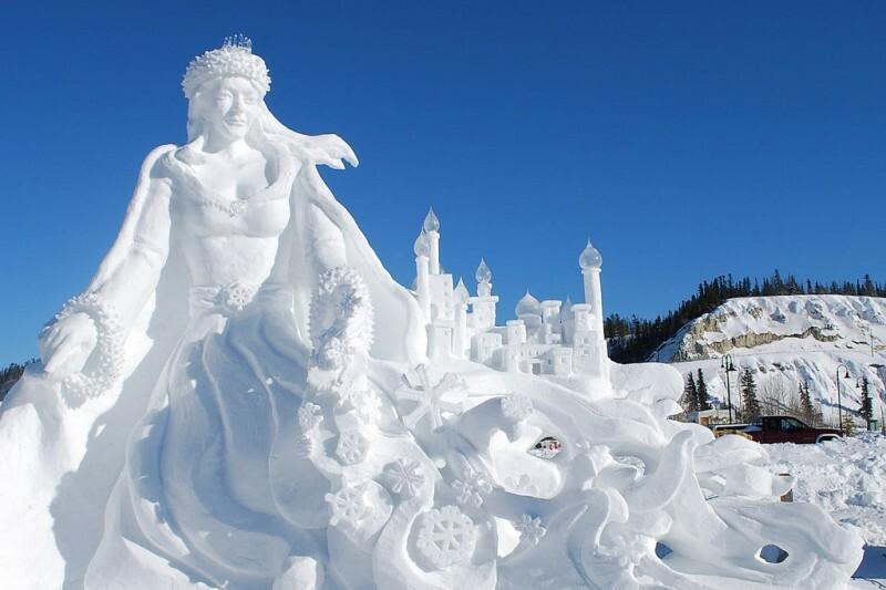 Sculpture de neige sirène
