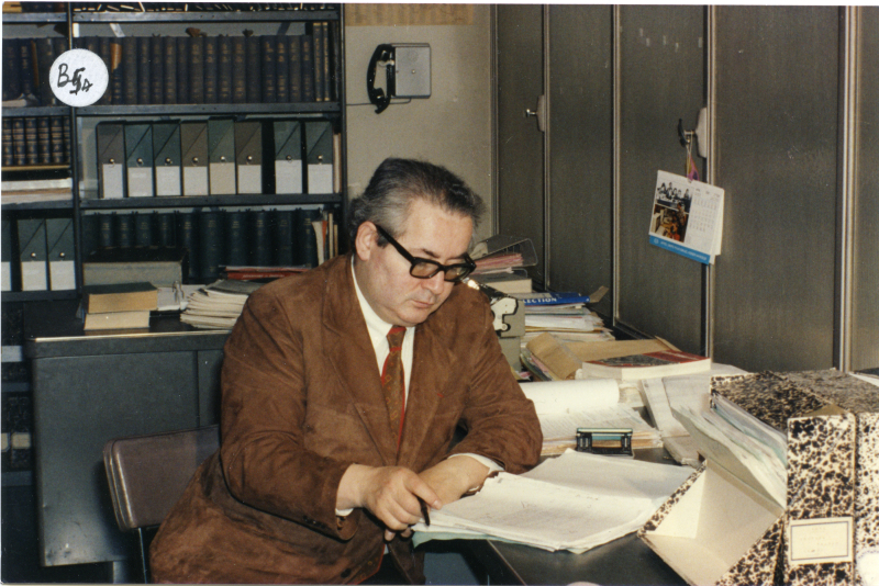 Serge Klarsfed dans les archives du Centre de Documentation Juive Contemporaine, Paris, années 1980 Coll. Serge Klarsfeld