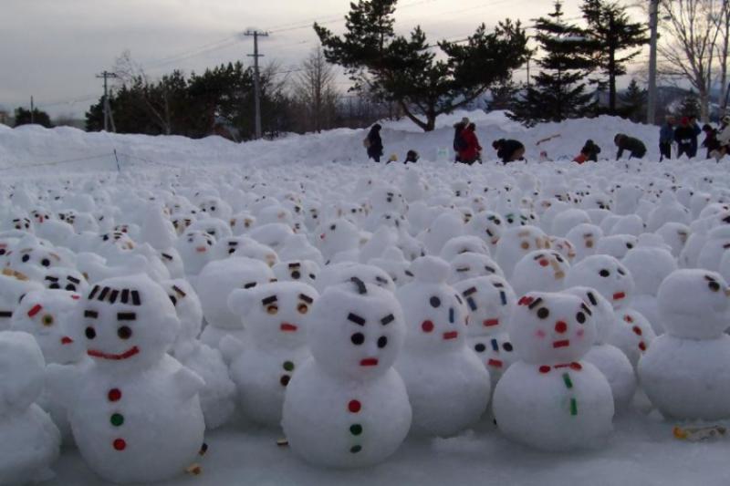 Foule de bonhommes de neige