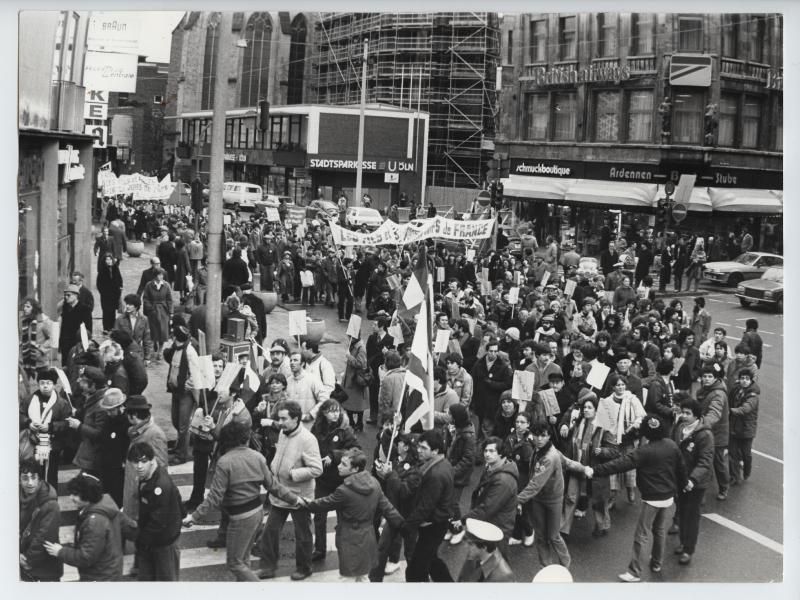 Venu par un train spécial depuis Paris, un millier de participants se retrouvent à Cologne le 31 janvier 1980 pour la manifestation la plus importante du procès qui arrive à son terme