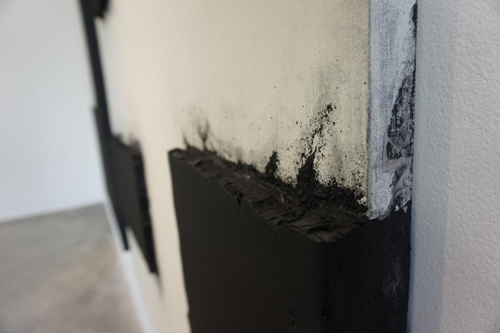 Vue de l'exposition Lee Bae, Black Mapping - Galerie Perrotin (20)